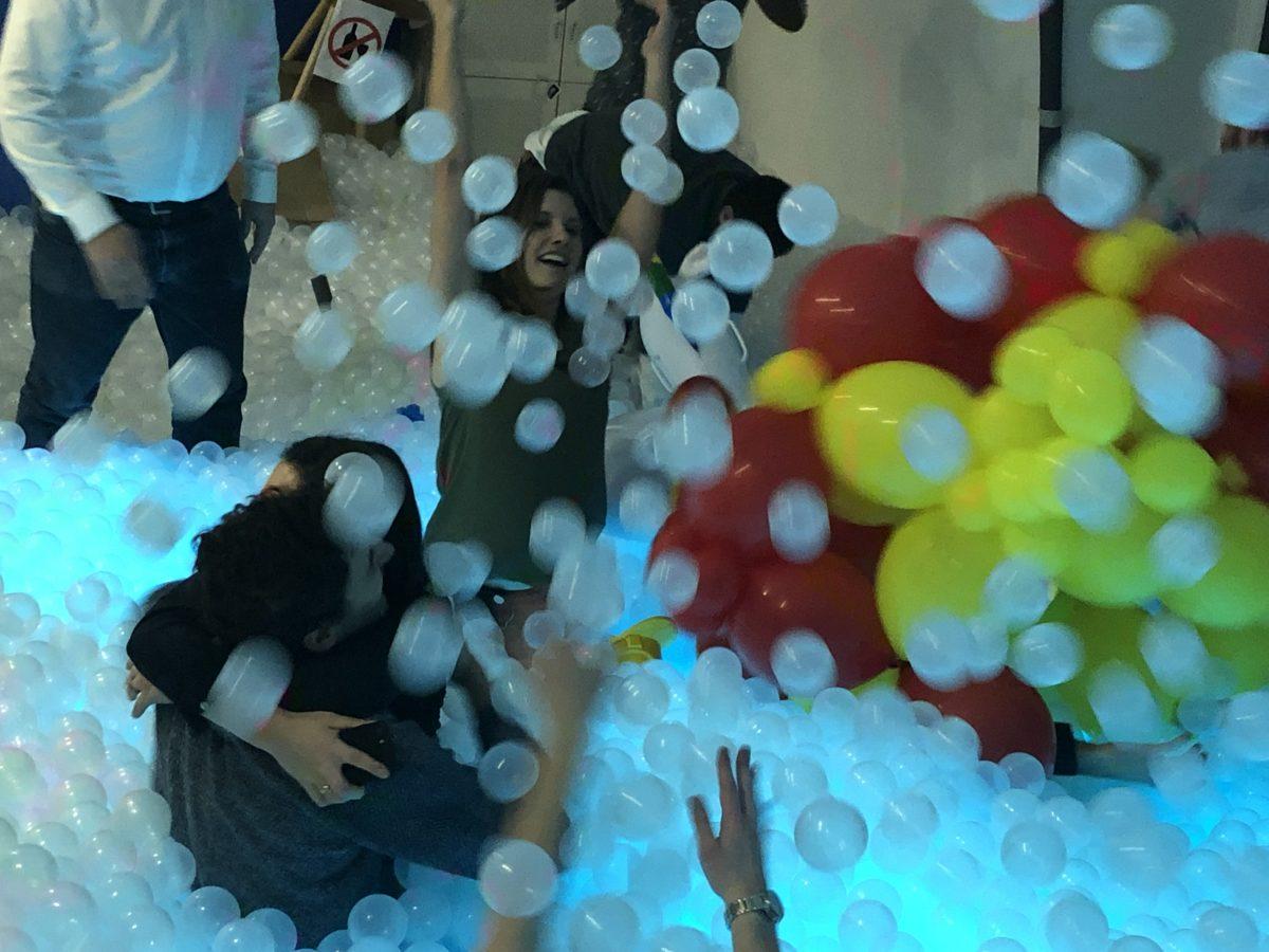Évènement mercedes piscine à balles rétroéclairées